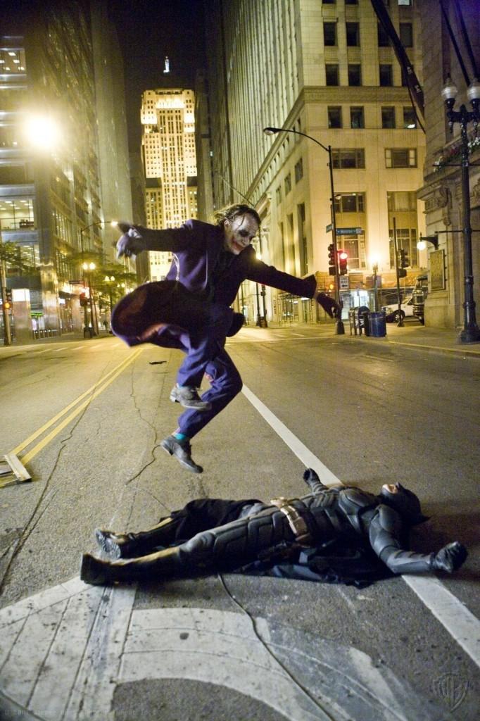The-Joker-and-Batman-the-dark-knight-2022994-967-1450
